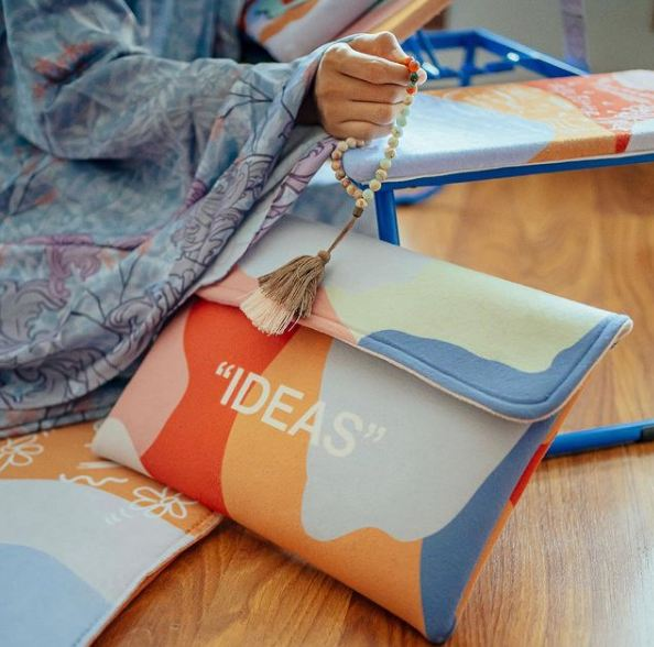 package is an IDEAS sleeve